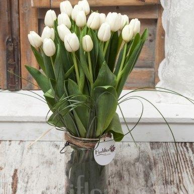 tulipanes blancos en base cristal hortiflor floristas 1