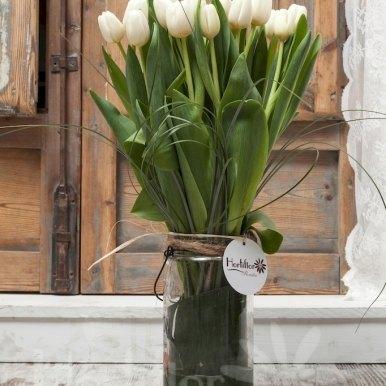 tulipanes blancos en base cristal hortiflor floristas 2
