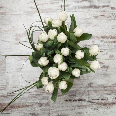 tulipanes blancos en base cristal hortiflor floristas 3