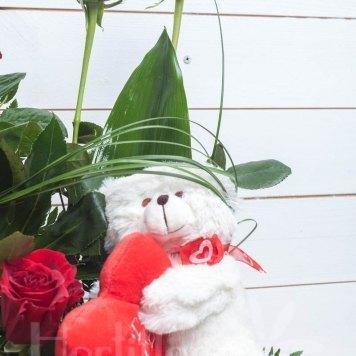 compposición rosas en cesta con muñeco hortiflor floristas 2-s